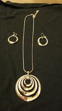 Plated gold necklace and earring set  486 mi