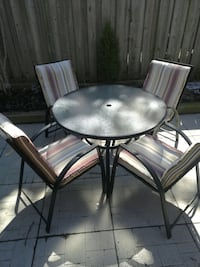 Patio table with four chairs in good condition  Mississauga, L5N 2H7