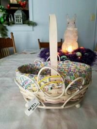 Longaberger 2001 Small Easter Basket with Stand Hagerstown, 21740