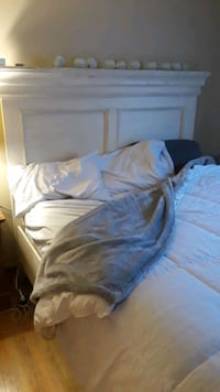 QUEEN BED SET BEAUTIFUL WOOD