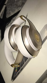 silver and white Beats by Dre cordless headphones Oakville, L6H 6W4