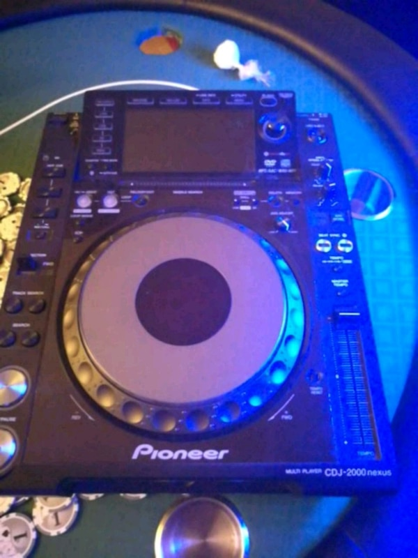 Pioneer multi-player CDJ-2000 NEXUS