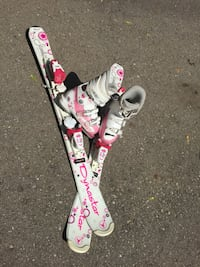 Youth skis (100cm) bindings and boots. Mississauga, L5R 1C5