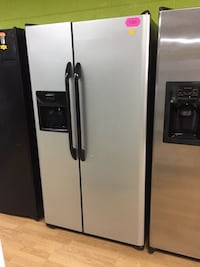 Frigidaire gray side by side refrigerator  Woodbridge, 22191