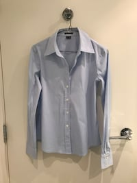 Theory Woman Fitted Long Sleeve Shirt - S Vancouver, V6C