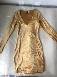 Gold v-neck long sleeve dress  Toronto, M5A 0G8