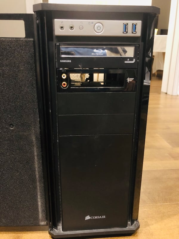 Corsair obsidian full PC case with Blue Ray player in great condition e2117f71-5090-43de-a0c5-94d7c2f315dc