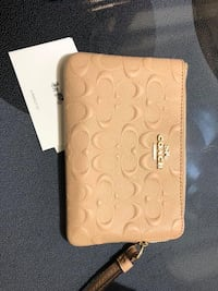 Coach authentic wristlet never used St Catharines, L2M 7T2