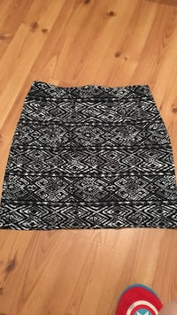 black and white mini skirt Moncton, E1A 6H7