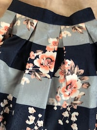 Size small floral midi skirt