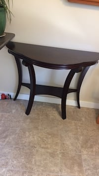 round brown wooden side table North Vancouver, V7R 4H9