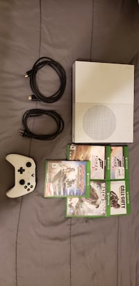 White xbox one with controller and game  Fresno, 93701