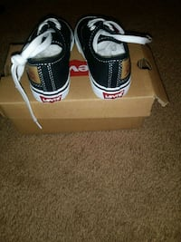 Levi's kids shoes size 6 Muskegon, 49442
