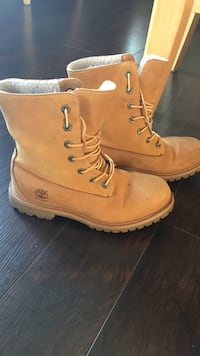 Size 7 Timberlands hardly worn perfect condition  Niagara Falls, L2E 4H1