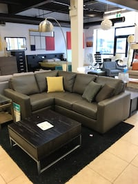 Canadian made all leather sectional sofa for sale Whitchurch-Stouffville, L4A 0B5