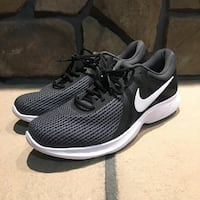 Brand New Men's Size 10 Nike Running Shoes