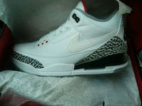 unpaired white and black Air Jordan 3 shoe Chicago, 60639