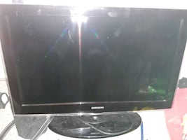 32 inch plasma w remote. Works great. Durable for kids. Sd card reader