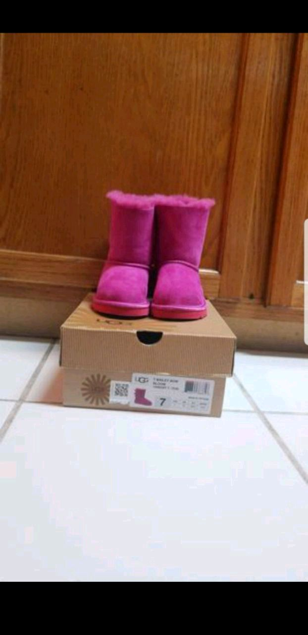 Photo UGG AUTHENTIC TODDLER T BAILEY BOW BOOT PINK in size US 7 / EUR 23.5