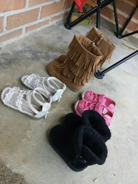 Babygirl shoes size 3-4-5-7 Athens, 37303