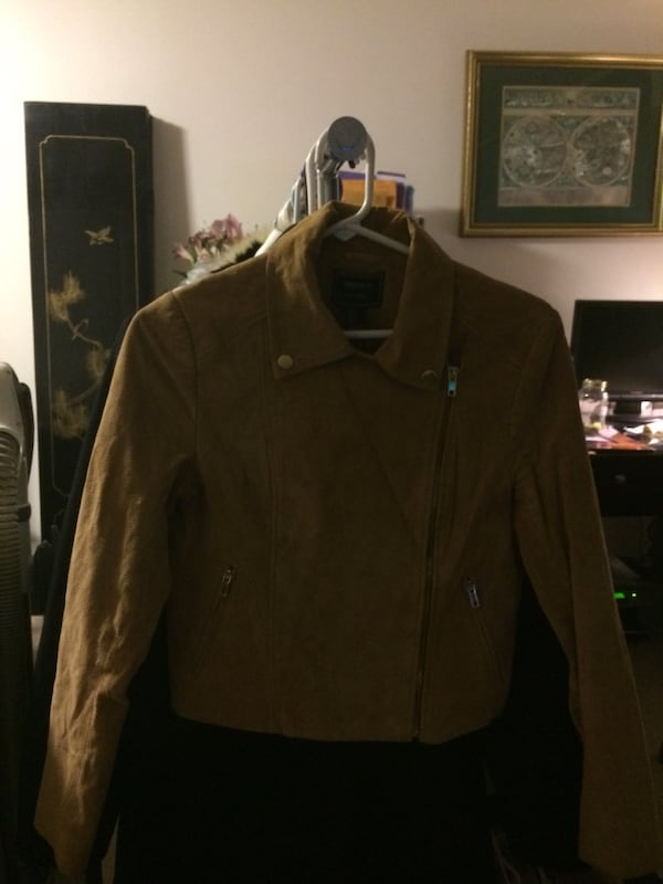 Brown zip-up jacket 5e32c616-7d7c-4692-a0ae-8159aa0a0b94