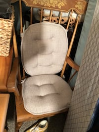 Brown wooden rocking chair with pads Jackson, 08527