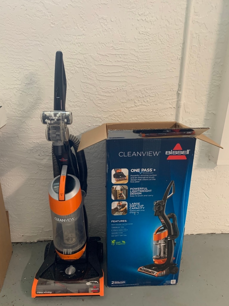 Photo Bissell Multi Surface Bagless Cleanview Vacuum with Original Box