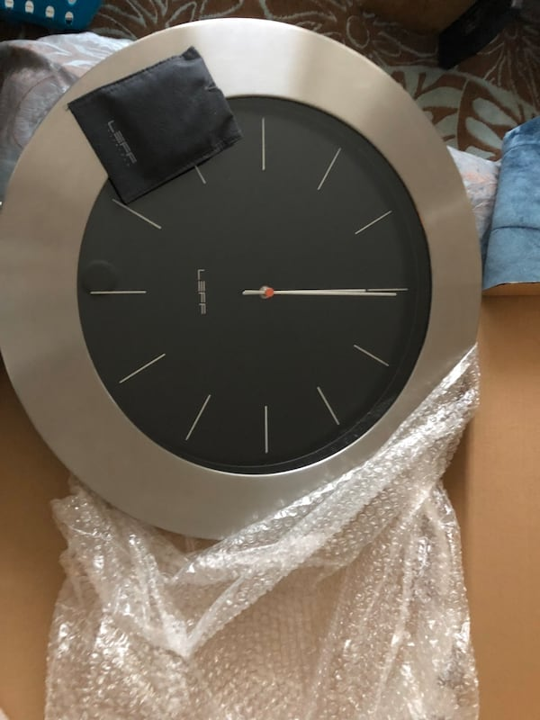 """Huge 22"""" round Leff Anderson modern clock new 59a8c444-4881-4cd0-9d9d-08fc3d1dd445"""