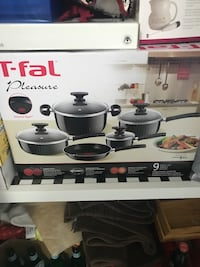 Brand new never used t fall pleasure 9 piece pot set! 547 km