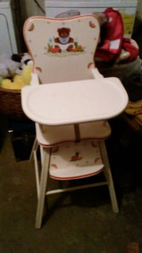 white and gray high chair Martinsburg, 25405