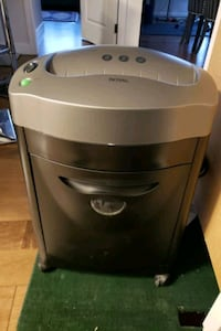 ROYAL 8 SHEET PAPER SHREDDER Port Moody, V3H 0C9