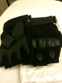 New Tactical fingerless gloves.cycling,fish,skate,etc.size large.blk. Albuquerque, 87108