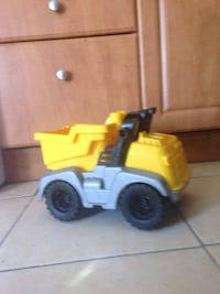Yellow grey dump truck toy Montréal, H4K 1M8