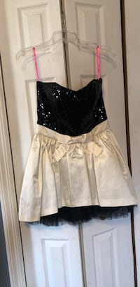BETSEY JOHNSON PROM DRESS (NEVER WORN) Temple Hills, 20748