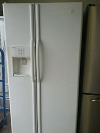 white side-by-side refrigerator with dispenser Montréal, H4K 1M9