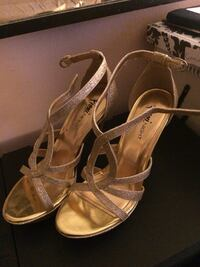 women's pair of gold heels null, N3W