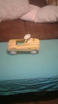 yellow Taxi diecast Chagrin Falls, 44022