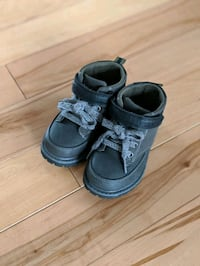like new toddler shoes boots size 7 Niagara Falls