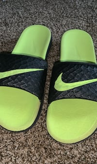 Men Nike slides Minneapolis