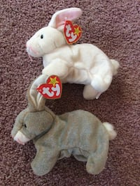 """Rare hologram tagged ty beanie babies mint condition bunny rabbit lot of two """"Nibbly"""" and """"Nibbler"""" both with hologram tags Howell, 07731"""