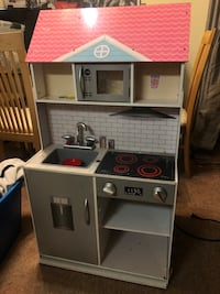 Used Dual 3 Level Doll House and Kitchen Set Alexandria, 22306