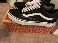 Black-and-white vans low top sneakers size 9,very clean Orlando, 32829