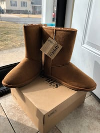 Apres Boots never out of box. Tags still on item Newark, 19713