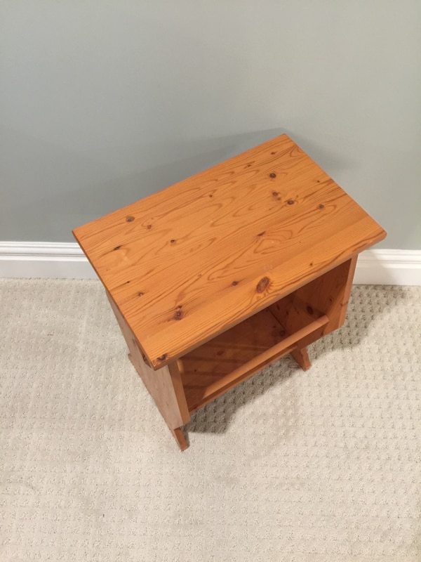 Handcrafted wood side table with magazine rack a7202bce-404f-4aae-97d0-7afd3c5b95f4