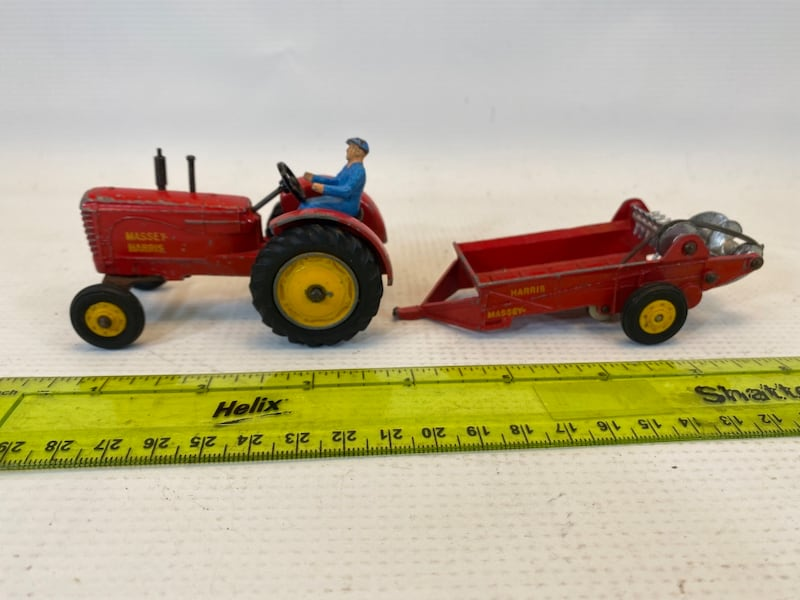 Dinky Toys Massey Harris Tractor & Manure Spreader 04c45456-273a-4d25-8a4b-95a40650b52d