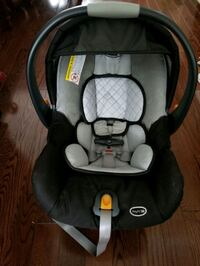 Chiccokeyfit30 carseat and base