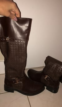 pair of black leather boots Toronto, M5S 2Y1
