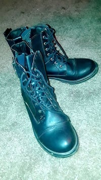 pair of black leather boots Phoenix, 85009
