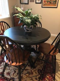 Black pedestal table and chairs Alexandria, 22314