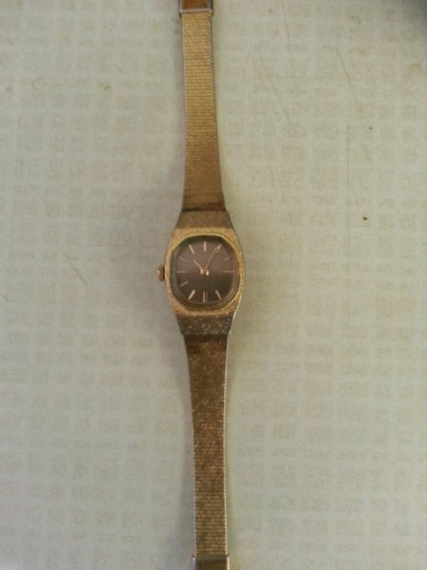 LADIES GOLD SEIKO FULLY FUNCTIONAL ONLY  $15 a8bd6e36-3147-4a32-8e7b-e9534fb14c39